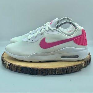 """Nike Women's Air Max Oketo Size 10"""""""